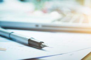 חוזים ספציפיים: חוזה העסקה, חוזה מתנה וחוזה לצד שלישי